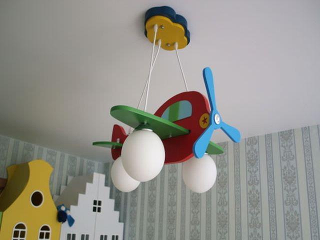Люстра самолет в детскую
